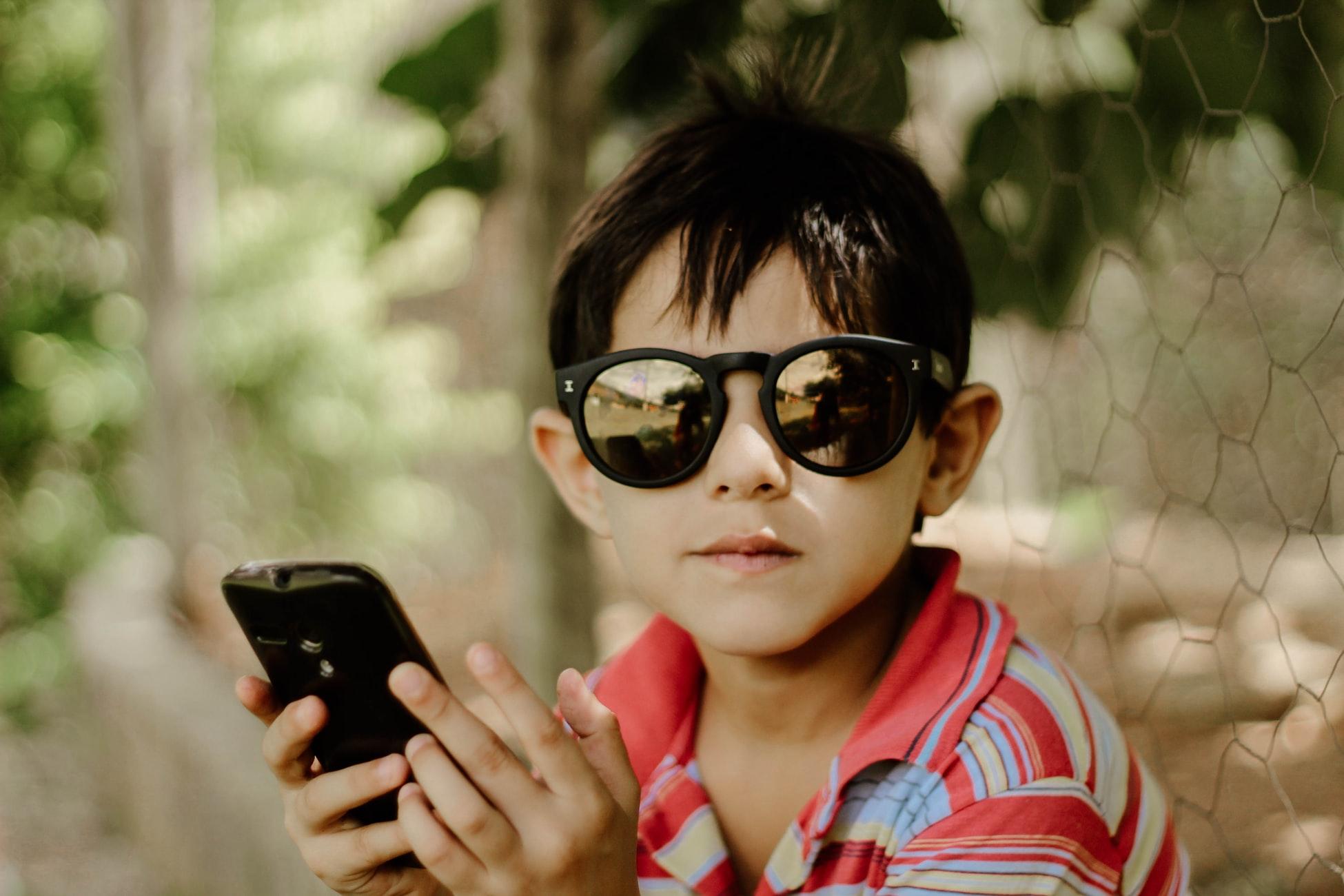 Enfants Influenceurs : YouTubeur - un travail encadré !